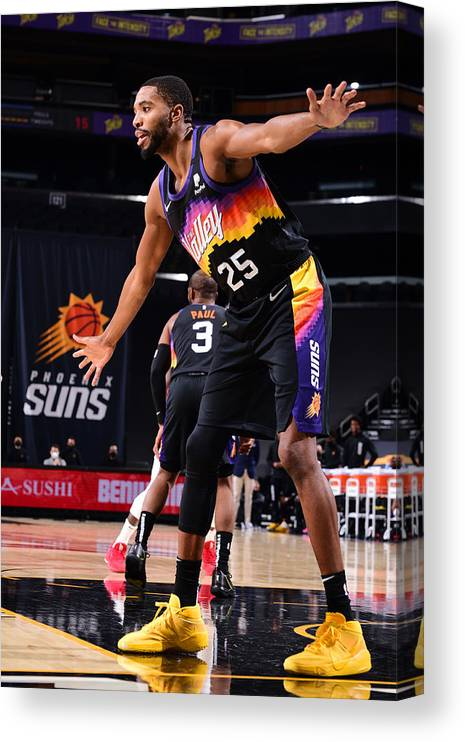 Nba Pro Basketball Canvas Print featuring the photograph LA Clippers v Phoenix Suns by Michael Gonzales