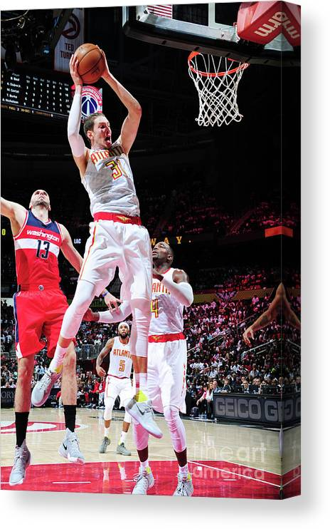 Atlanta Canvas Print featuring the photograph Mike Muscala by Scott Cunningham