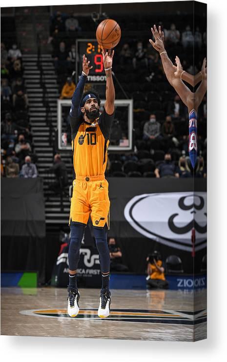 Nba Pro Basketball Canvas Print featuring the photograph New York Knicks v Utah Jazz by Garrett Ellwood