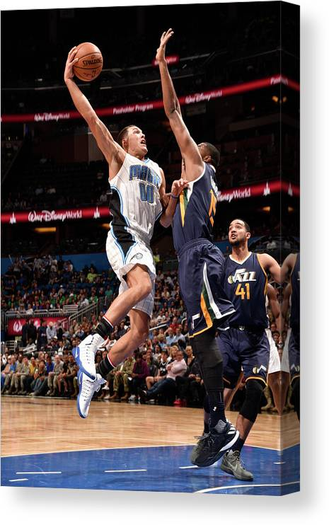 Nba Pro Basketball Canvas Print featuring the photograph Aaron Gordon by Gary Bassing