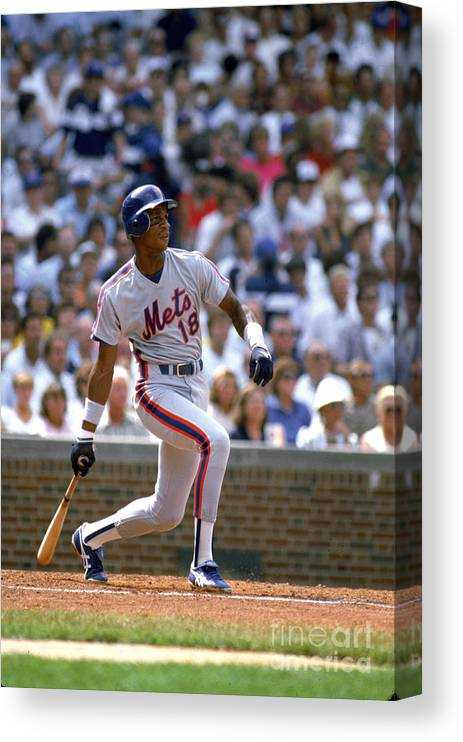1980-1989 Canvas Print featuring the photograph Darryl Strawberry by Ron Vesely