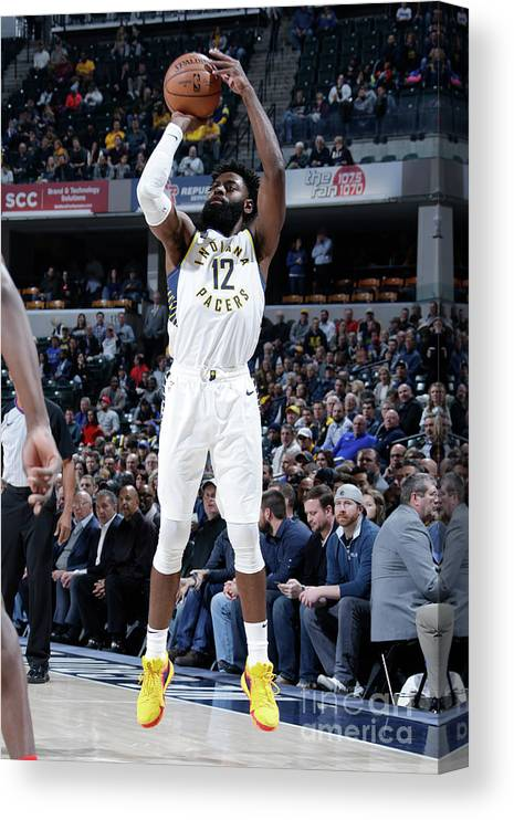 Nba Pro Basketball Canvas Print featuring the photograph Tyreke Evans by Ron Hoskins