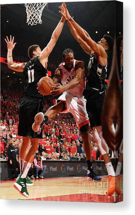 Nba Pro Basketball Canvas Print featuring the photograph Kawhi Leonard by Ron Turenne