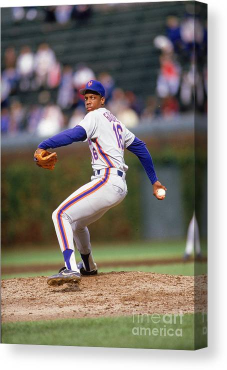 Dwight Gooden Canvas Print featuring the photograph Dwight Gooden by Ron Vesely