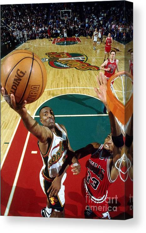 Nba Pro Basketball Canvas Print featuring the photograph Hersey Hawkins and Scottie Pippen by Andrew D. Bernstein