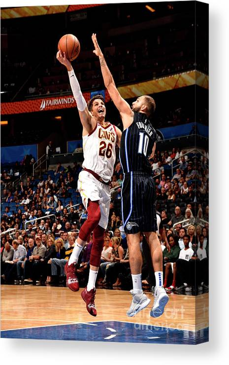 Nba Pro Basketball Canvas Print featuring the photograph Kyle Korver by Gary Bassing