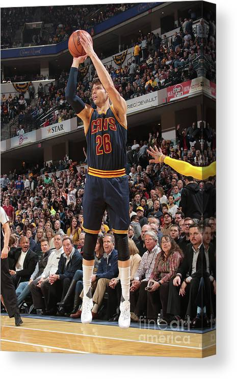 Nba Pro Basketball Canvas Print featuring the photograph Kyle Korver by Ron Hoskins