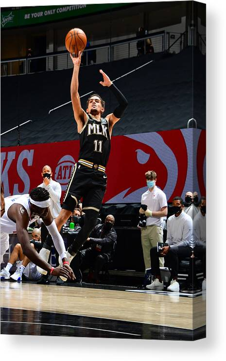 Atlanta Canvas Print featuring the photograph LA Clippers v Atlanta Hawks by Scott Cunningham