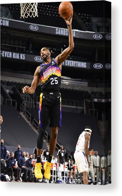 Nba Pro Basketball Canvas Print featuring the photograph Los Angeles Clippers v Phoenix Suns by Barry Gossage