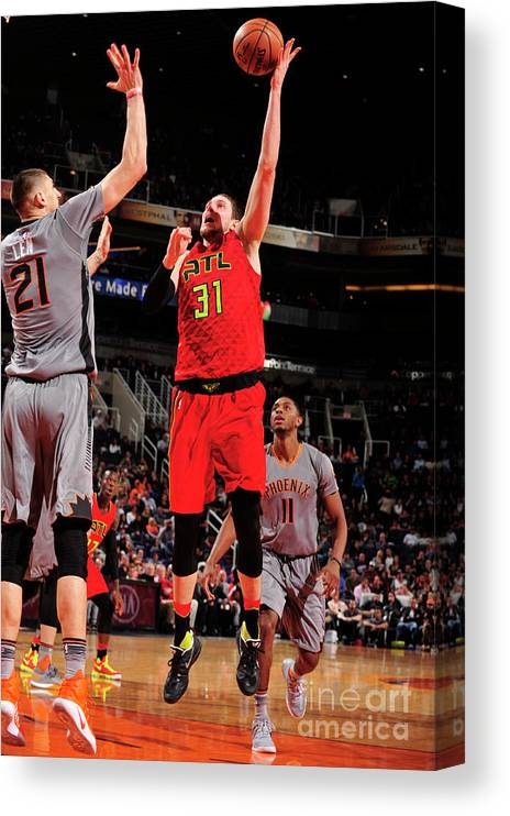 Nba Pro Basketball Canvas Print featuring the photograph Mike Muscala by Barry Gossage