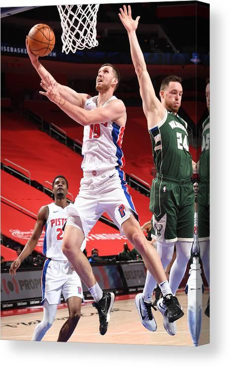 Nba Pro Basketball Canvas Print featuring the photograph Milwaukee Bucks v Detroit Pistons by Chris Schwegler