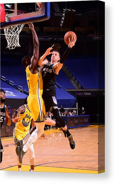 San Francisco Canvas Print featuring the photograph Sacramento Kings v Golden State Warriors by Noah Graham