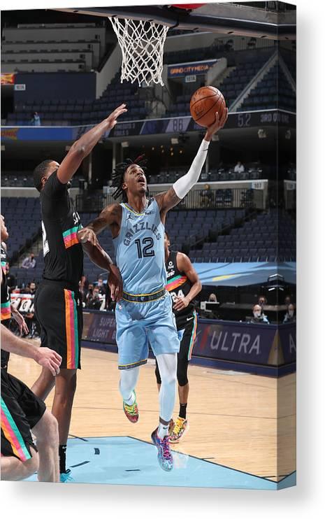 Nba Pro Basketball Canvas Print featuring the photograph San Antonio Spurs v Memphis Grizzlies by Joe Murphy