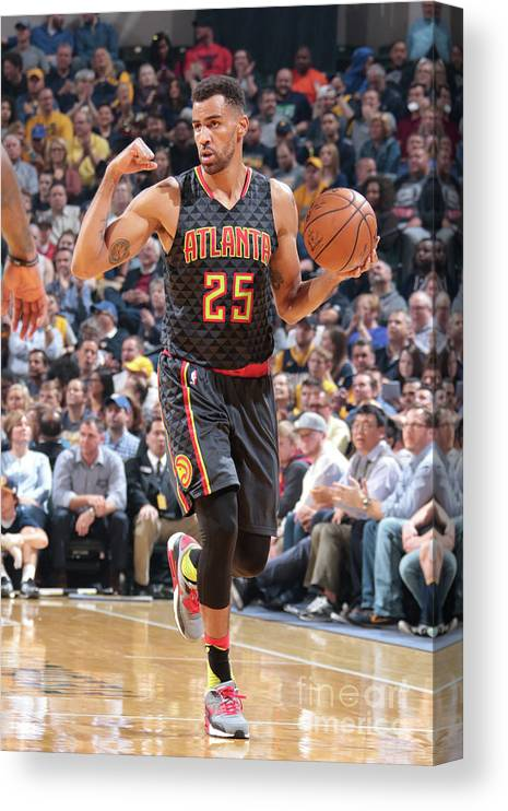 Nba Pro Basketball Canvas Print featuring the photograph Thabo Sefolosha by Ron Hoskins