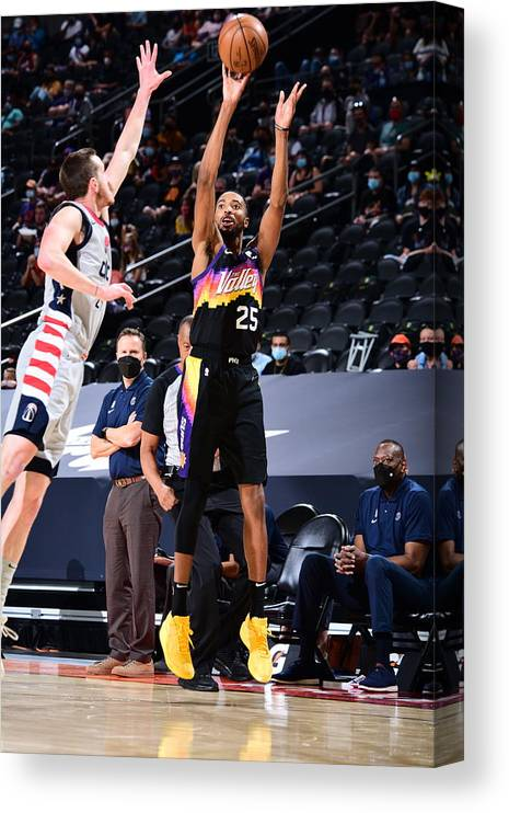 Nba Pro Basketball Canvas Print featuring the photograph Washington Wizards v Phoenix Suns by Michael Gonzales
