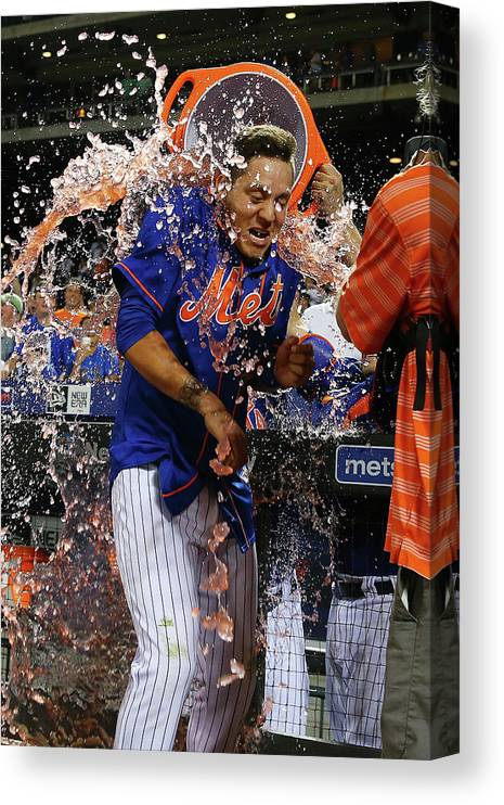 Three Quarter Length Canvas Print featuring the photograph Wilmer Flores by Mike Stobe