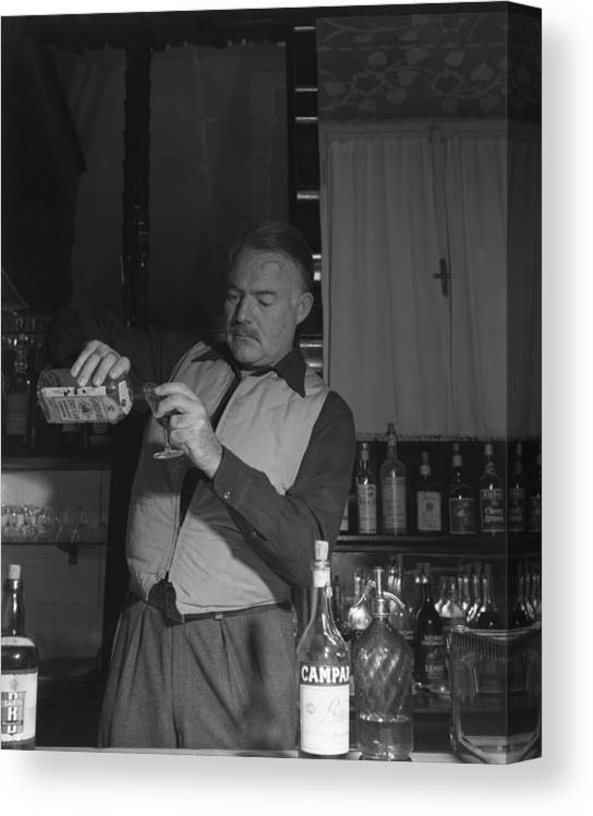 Ernest Hemingway Canvas Print featuring the photograph Bartendering by Archivio Cameraphoto Epoche