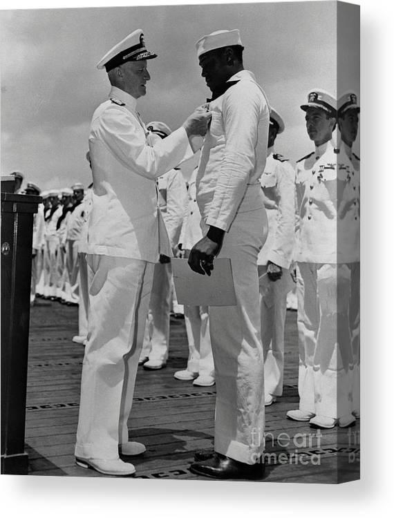 Honolulu Canvas Print featuring the photograph Dorie Miller Receiving Navy Cross by Bettmann
