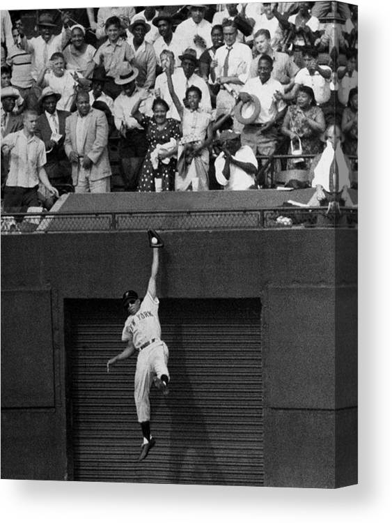 1950-1959 Canvas Print featuring the photograph The Giants Amazing Willie Mays Amazes by New York Daily News Archive