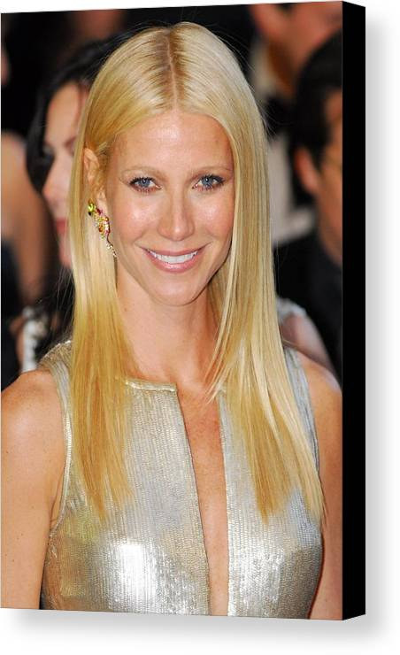 Gwyneth Paltrow Canvas Print featuring the photograph Gwyneth Paltrow Wearing Louis Vuitton by Everett