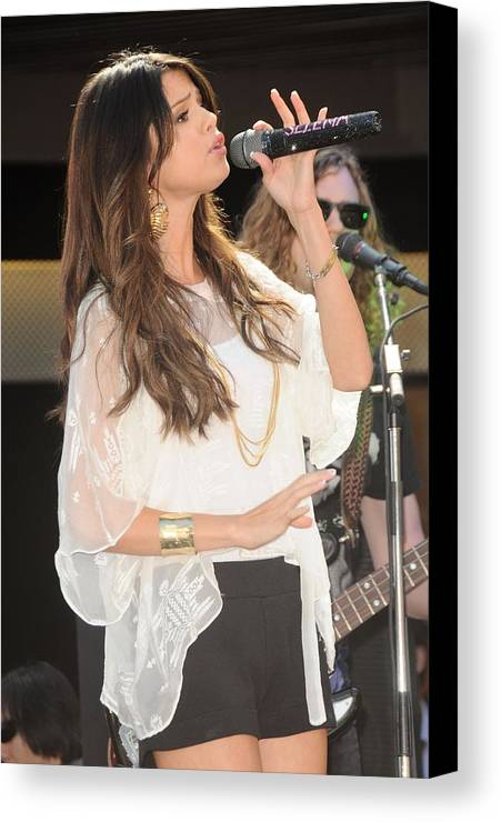 Selena Gomez Canvas Print featuring the photograph Selena Gomez At A Public Appearance by Everett
