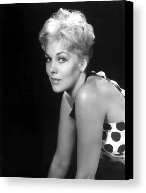 1950s Movies Canvas Print featuring the photograph Picnic, Kim Novak, 1955 by Everett