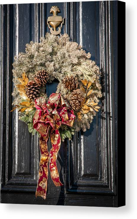 Wreath Canvas Print featuring the photograph Wreath 21 by William Krumpelman