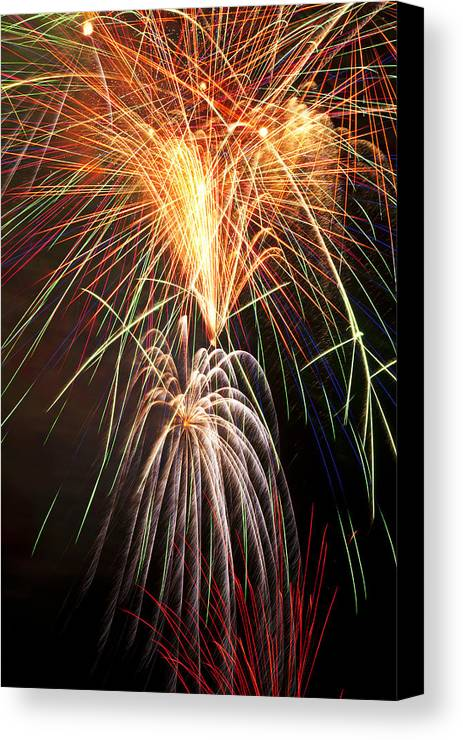 4th Canvas Print featuring the photograph Amazing Fireworks by Garry Gay