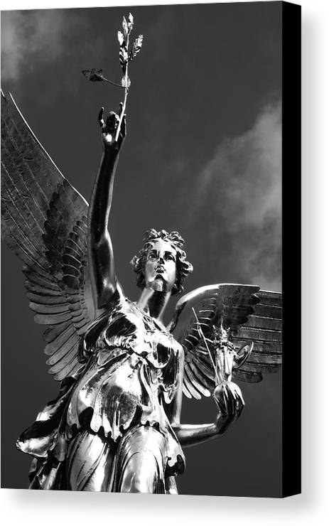 Monument Canvas Print featuring the photograph Angel Of Peace by Marc Huebner