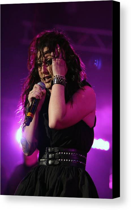 Carly Smithson Canvas Print featuring the photograph Carly In Concert by Shoal Hollingsworth