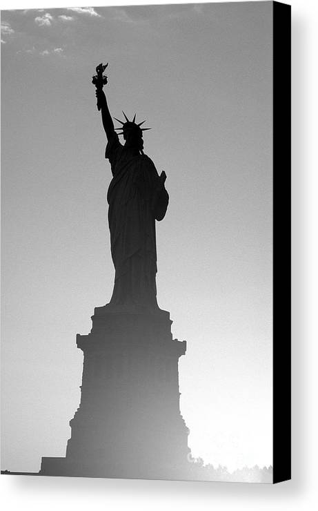 Statue Of Liberty Canvas Print featuring the photograph Statue Of Liberty by Tony Cordoza