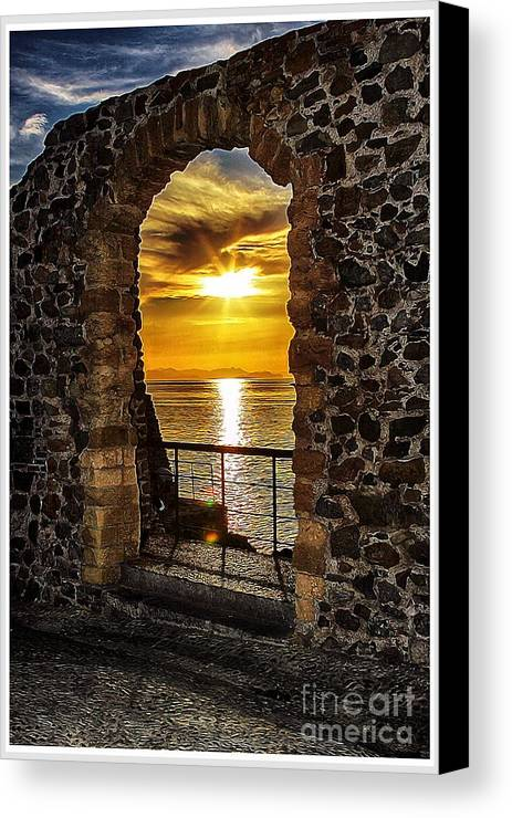 Sunrise Canvas Print featuring the photograph Sun Panorama by Stefano Senise