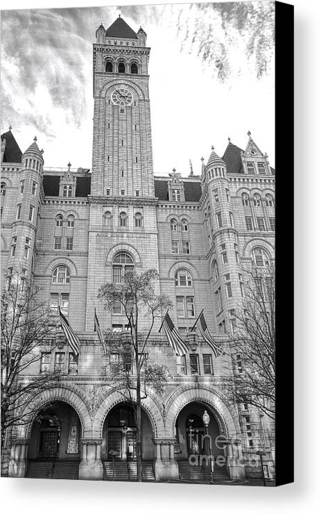Washington Canvas Print featuring the photograph The Old Post Office by Olivier Le Queinec
