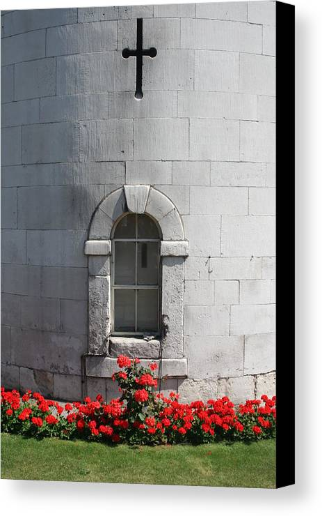 London Canvas Print featuring the photograph Tower Of London by Steven Saylor