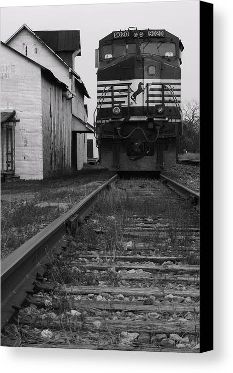 Train Canvas Print featuring the photograph Train 9020 by Jerry Mann