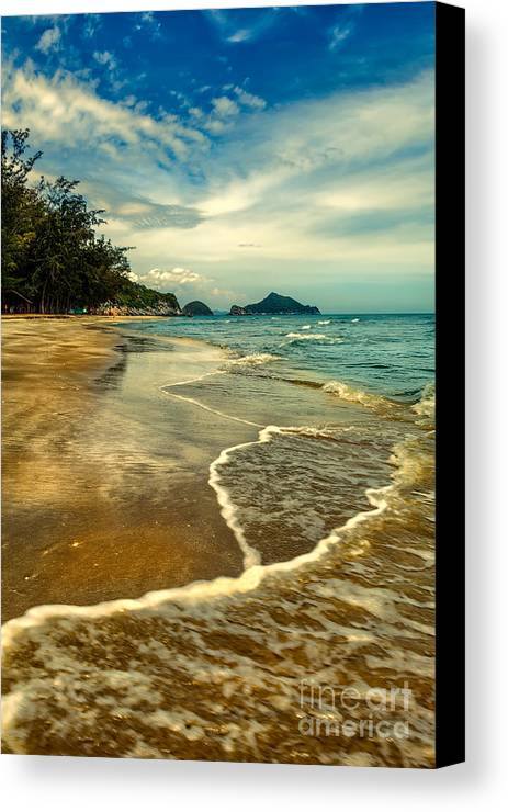 Hdr Canvas Print featuring the photograph Tropical Waves by Adrian Evans