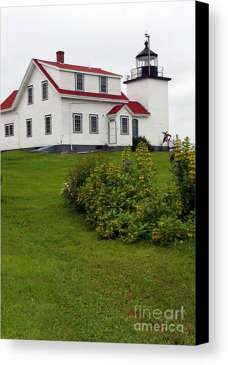 Fort Point Lighthouse Canvas Print featuring the photograph Fort Point Lighthouse by Brenda Giasson