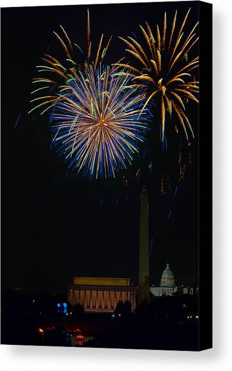 4th Of July Canvas Print featuring the photograph Lighting Up The National Mall by David Hahn