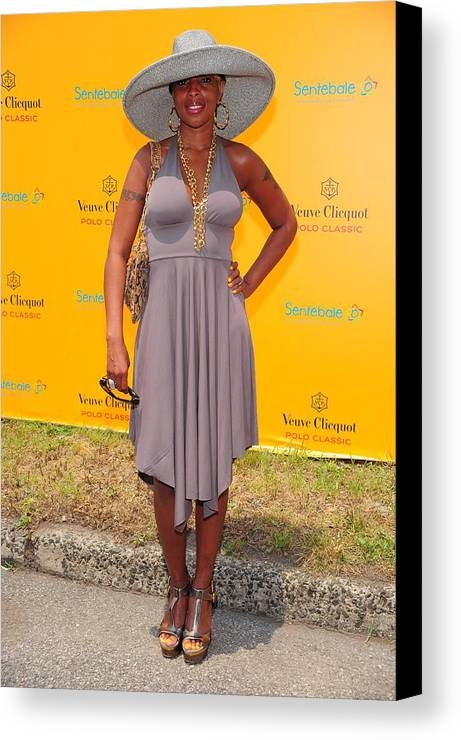Mary J. Blige Canvas Print featuring the photograph Mary J. Blige At A Public Appearance by Everett