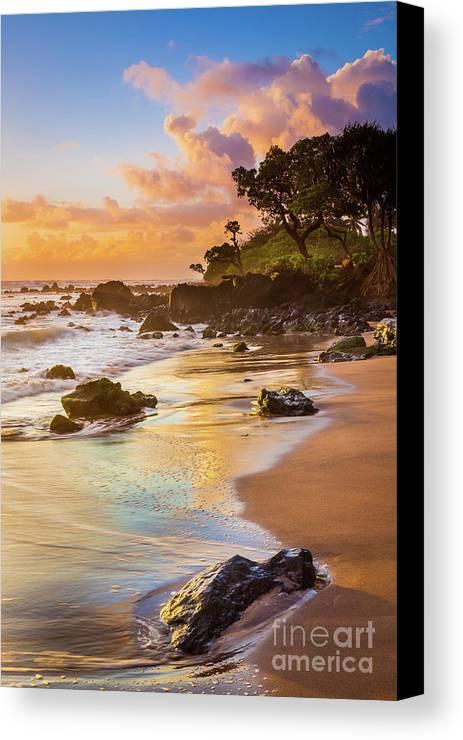 America Canvas Print featuring the photograph Koki Beach Sunrise by Inge Johnsson