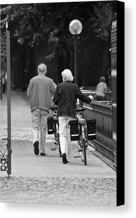 Couple Canvas Print featuring the photograph Older Couple In The Park by Edward Myers