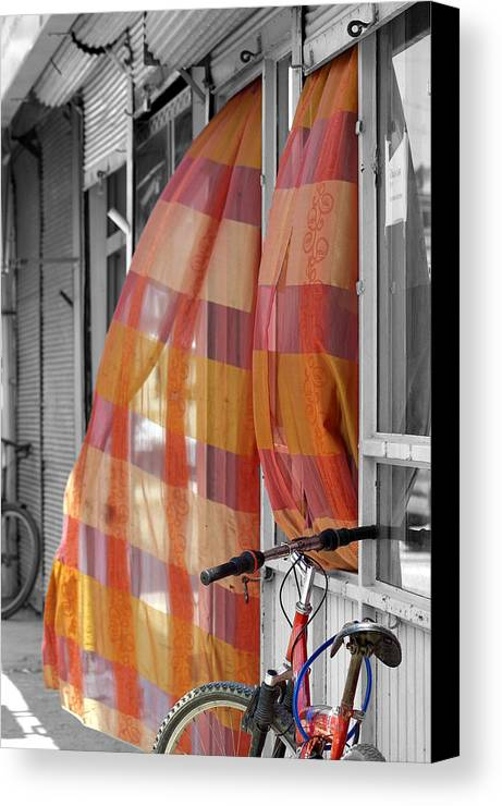 Color Canvas Print featuring the photograph Summer Breeze by Don Prioleau