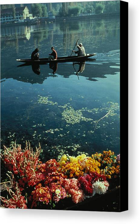 Boats Canvas Print featuring the photograph Vale Of Kashmir by Carl Purcell
