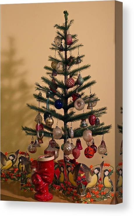 Old Fashioned Christmas Pictures.An Old Fashioned Christmas Tree Canvas Print