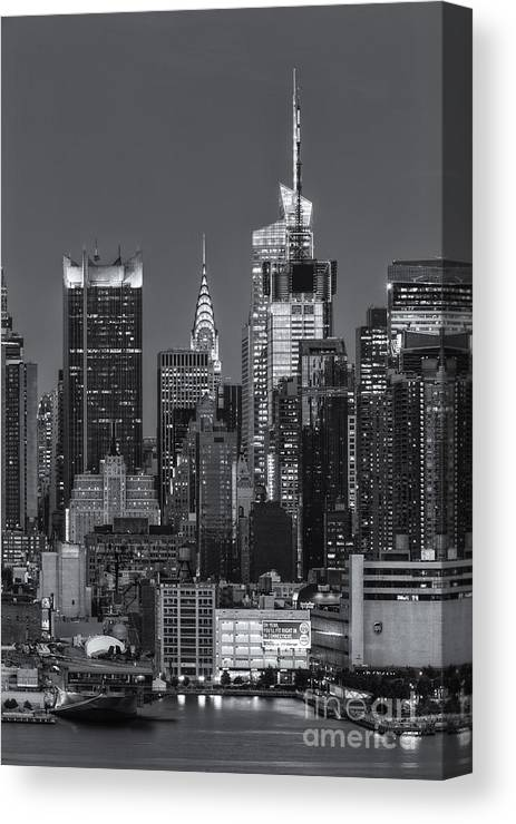 Clarence Holmes Canvas Print featuring the photograph Manhattan Twilight Ix by Clarence Holmes