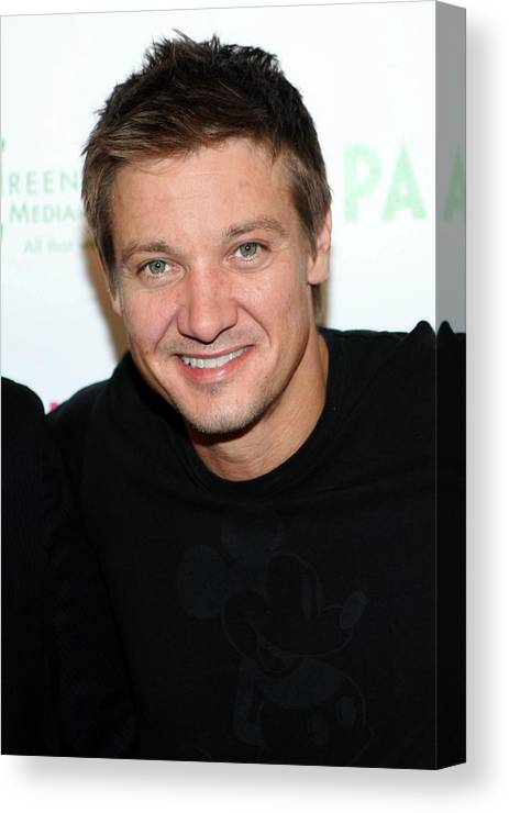 Jeremy Renner Canvas Print featuring the photograph Jeremy Renner At Arrivals For 2009 by Everett