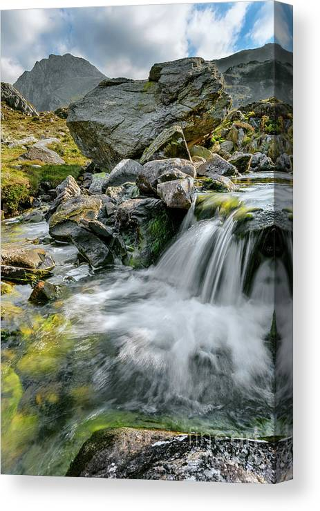 Tryfan Mountain Canvas Print featuring the photograph Tryfan In The Ogwen Valley by Adrian Evans