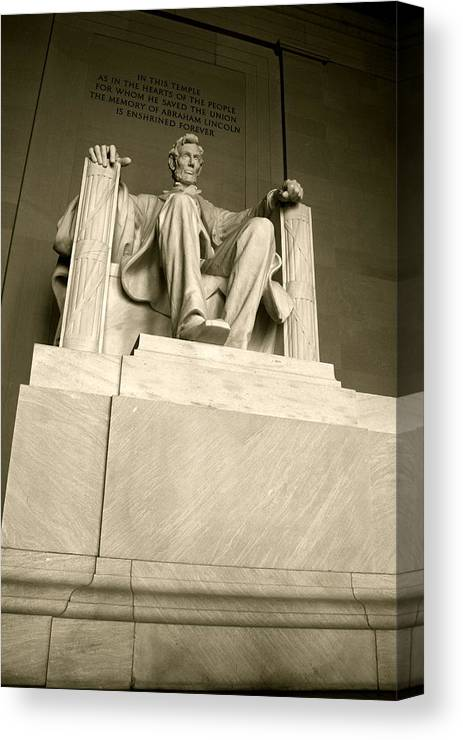 Landscape Canvas Print featuring the photograph Lincoln Memorial by Aimee Galicia Torres