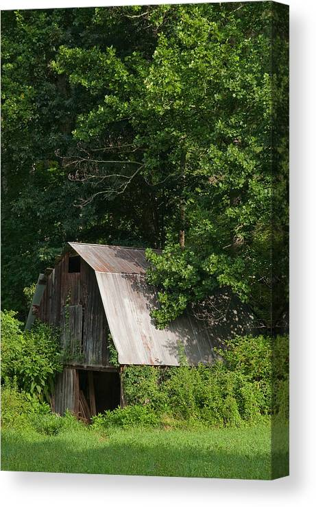 Old Barn Canvas Print featuring the photograph Old Barn. by Itai Minovitz