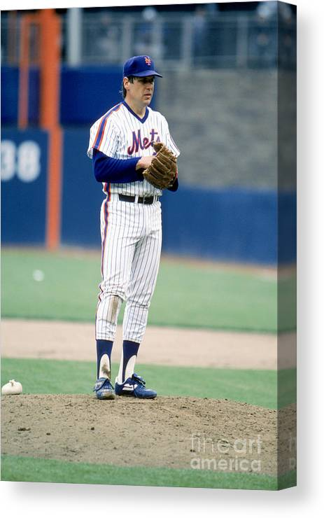 Tom Seaver Canvas Print featuring the photograph Mlb Photos Archive 80 by Rich Pilling